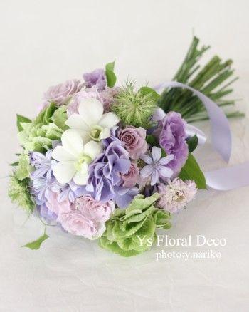 緑白紫のクラッチブーケ @明治記念館 ys floral deco
