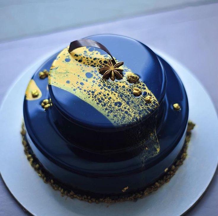 Edible social media in the sense that this cake should be Instagram-ed! RefugeMarketing.com