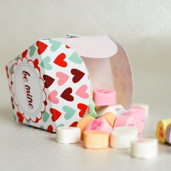 Print and assemble this fabulous Valentine take out box for your loved one!
