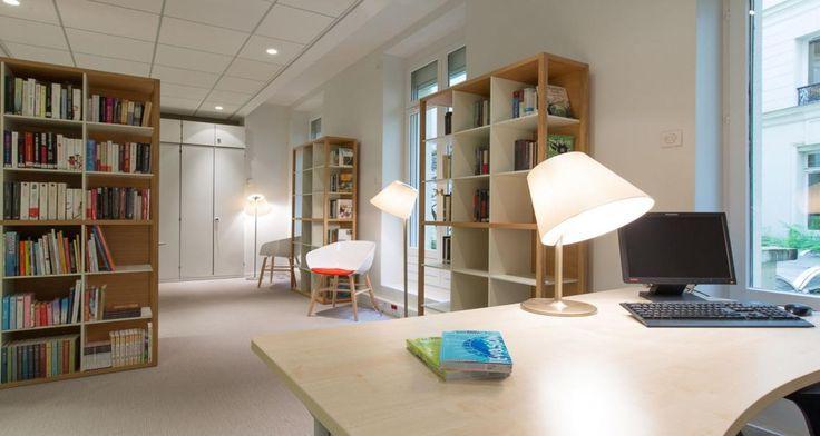 Biblioteca nas instalações da Bel em Paris, França