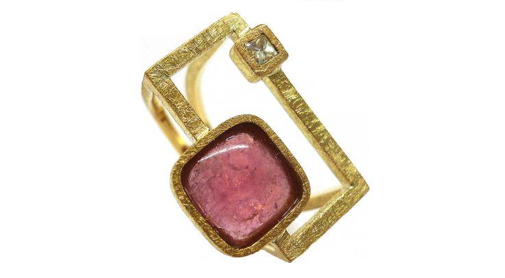 Anillo con turmalina rosa i diamante talla princesa en oro amarillo