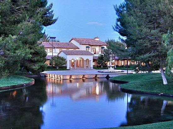 Tomiyasu Lane Estate, Las Vegas, Neveda is the second biggest home at 73,000 square feet. Picked up by Casino mogul Phil Ruffin