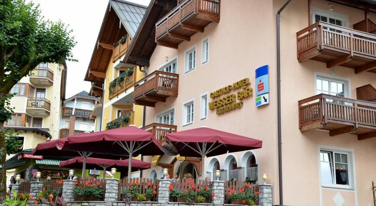 Hotel Gasthof Weißer Bär Sankt Wolfgang Hotel Gasthof Weißer Bär is located on the market square of the picturesque town of St. Wolfgang in the Salzkammergut, opposite the famous Weißes Rössl and the beautiful pilgrimage church.