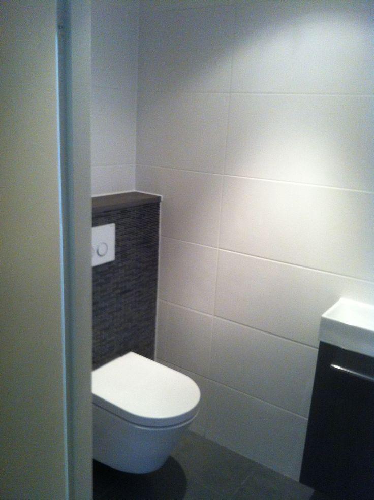 46 beste afbeeldingen over toilet op pinterest toiletten decoratie idee n en modern toilet for Fotos wc hangen tegel