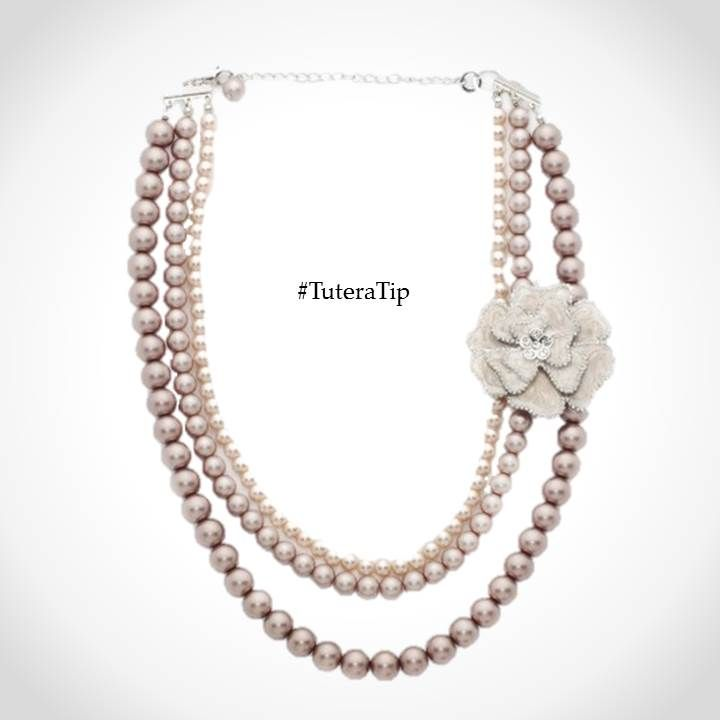 #TuteraTip Thursday: When photographing your wedding pearls, style them in a smooth, pleasing curve for a professional look, like this Lydia necklace.