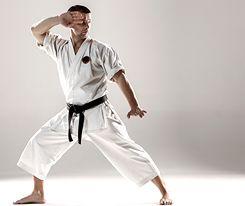 Treningi sztuki walki poprawiają kondycję organizmu, pozwalają się wyciszyć i redukują poziom negatywnych emocji. Do najpopularniejszych rodzajów należą karate, judo i jujitsu. Panowie, próbowaliście którejś ze sztuk walki?