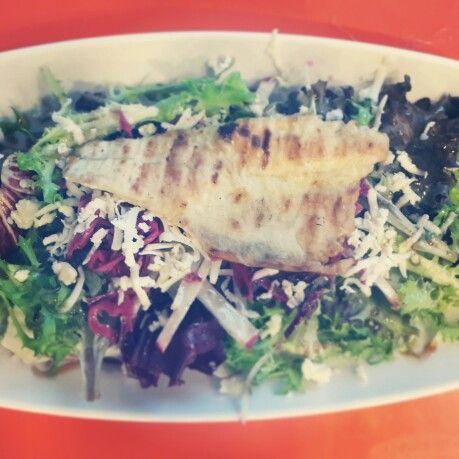 Fit olmak isteyenlere; düşük kalori yüksek omega için Levrek fleto ızgara ve mevsim salata 1 porsiyon 190 k/cal