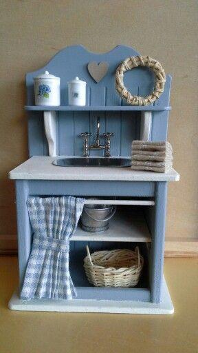 Dollhouse sink made by Jolanda Knoop