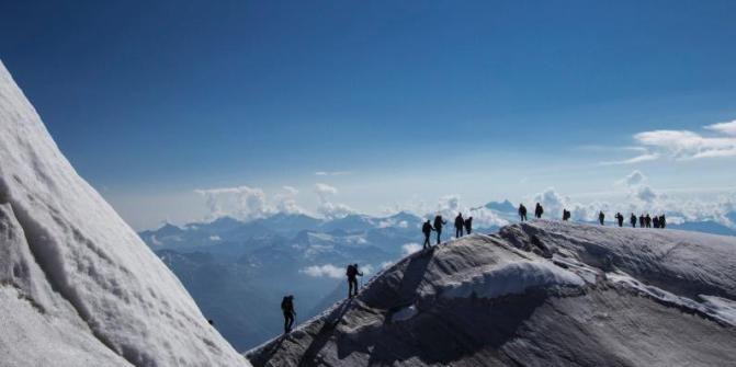 Verschluckt vom Gletscher: Ein Tourenbericht vom Großvenediger. #Hochtour #alpinism #schnee #Alpin #Gipfelgrat Ganzer Artikel: http://www.outdooractive.com/de/reisebericht/osttirol/verschluckt-vom-gletscher-ein-tourenbericht-vom-grossvenediger/8286967/