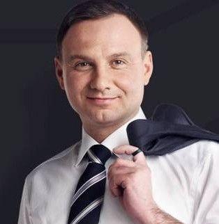 Conservatorul Andrezj Duda a câștigat alegerile din Polonia cu 53% din voturile electoratului, arată exit-pollurile realizate la ieșirea de la urne. Andrezj Duda este un apărător al dreptului la viaţă şi al familiei naturale, opunându-se şi practicilor de fertilizare in vitro. În campania electorală, el a criticat ratificarea de către Polonia a Convenţiei de la Istanbul pentru Prevenirea Violenţei, eveniment al Consiliului Europei despre care unele voci au avertizat că introduce în…