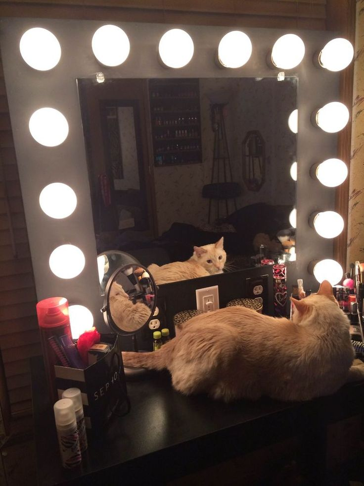 Best 20 Vanity table with lights ideas on Pinterest Makeup