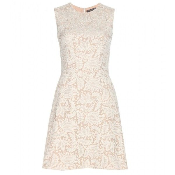 Alexander McQueen Lace Shift Dress (35 710 ZAR) ❤ liked on Polyvore featuring dresses, alexander mcqueen, vestidos, white, lacy white dress, lace dress, shift dress y lacy dress