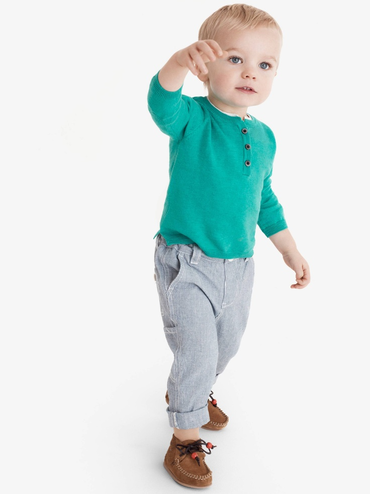 the most charming dresses and jumpsuits for baby girls This season's baby girl dresses, jumpsuits and rompers are made with the softest fabrics. Make unforgettable memories with elegant white dresses, or fashionable pieces in bright colors and original prints.