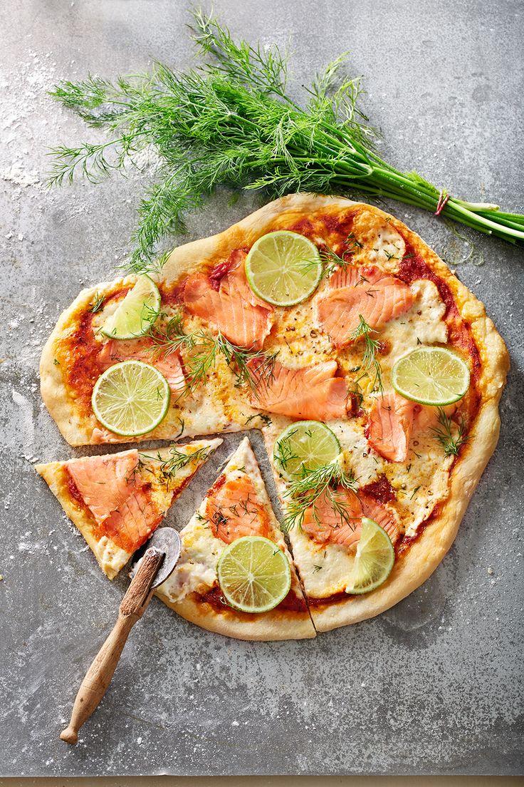Lachspizza mit Dill und Crème frâiche