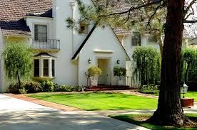 Find information of luxury real estate, available for sale in Windsor Square.