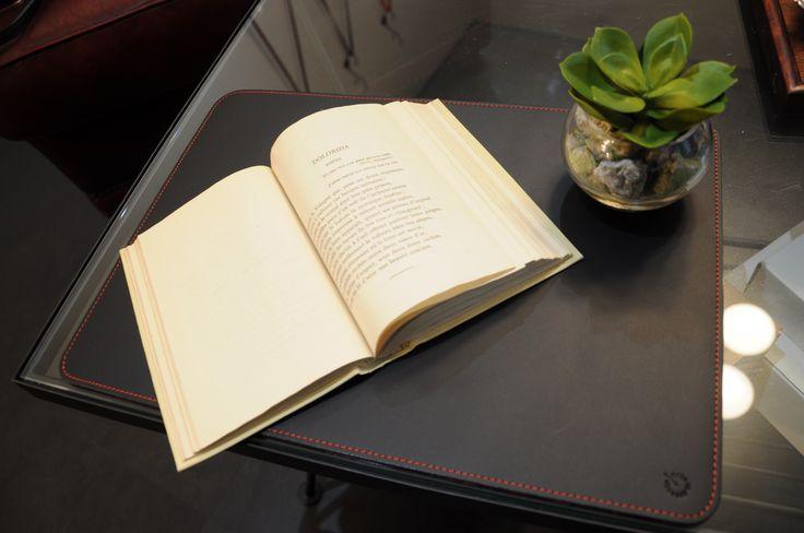 AZUMAYA lether deskpad red stich