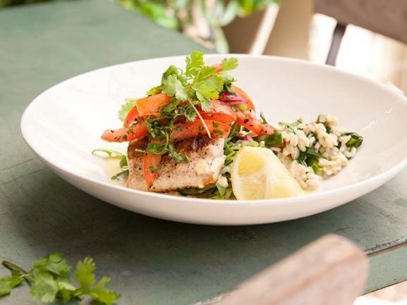 Fischfilet mit Spinatrisotto und Tomatensalsa