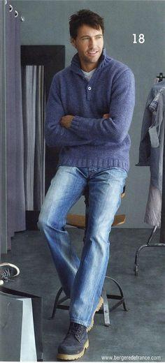 Пуловер с воротником поло.