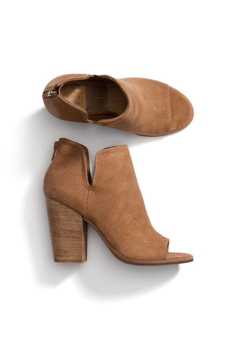 **** Stitch Fix Summer 2017 trends! Love These camel peep toe booties! Get gorgeous styles delivered right to your door!! Simply click the picture to get started, fill out your style profile and ask for pieces just like this! #sponsored #StitchFix