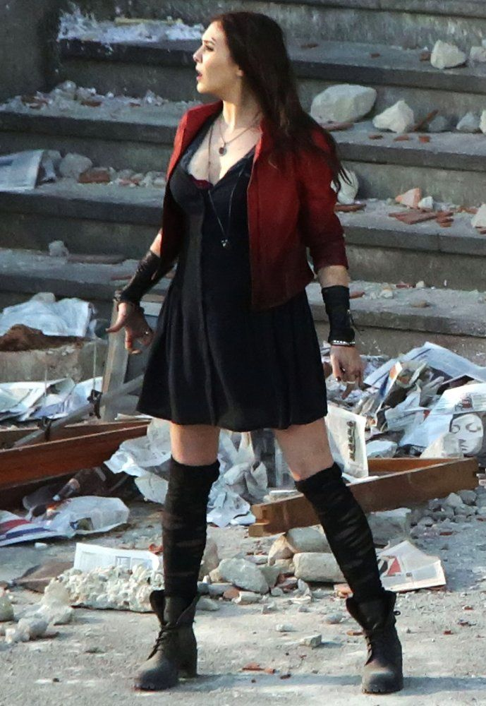 http://vignette1.wikia.nocookie.net/marvelmovies/images/1/1e/Scarlet_Witch_on_Aou_set.jpg/revision/latest?cb=20140605031548
