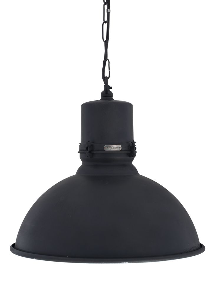 Fabriekslamp in wat groter formaat. Stoere elegantie in antiek zwart. Binnenkant in gebroken wit. Diameter van 47 cm en hoogte van 43 cm. Mooi in woon- en kantoorruimtes!