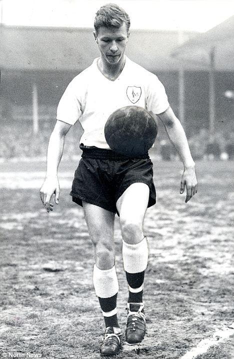 John White (Tottenham Hotspur FC, 1959–1964, 183 apps, 40 goals) in his footballing heyday with Tottenham Hotspur.