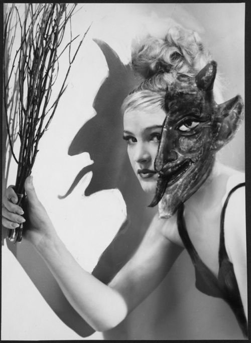 Wlassics Olga: Ellentétes érzelmek, 1950-es évek (*)    (via Fotoművészet)    Copyright WestLicht Wien Sammlung Peter Coeln