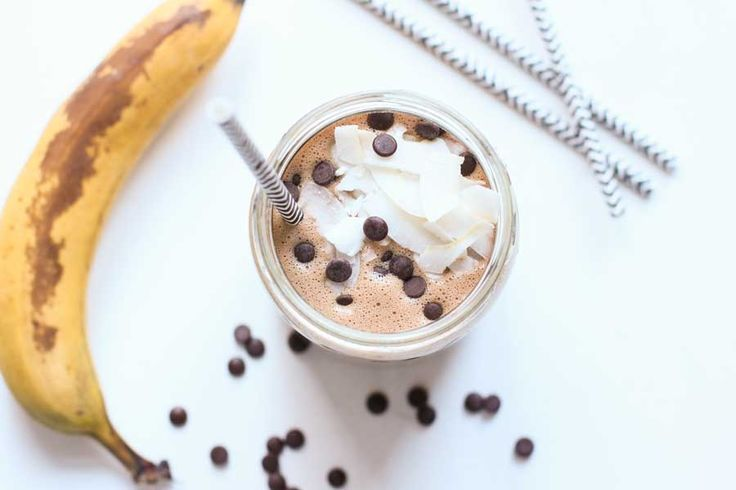 This peanut butter chocolate shake is just right to ease your urge for something sweet. Instead of fresh bananas you can also use frozen bananas. Just deep freeze ripe bananas in advance, the shake is extra refreshing this way.