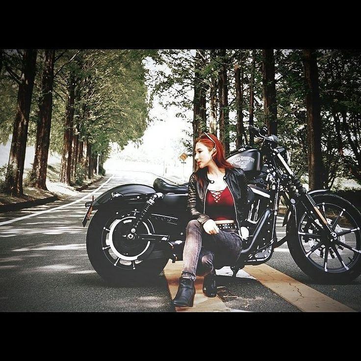 . . . ふ~じこちゃ~ん💗 . . に、頑張って加工でよせてみたけど 色々ほど遠いな…🤔 . . でも国籍と弱点は一緒😂 . . Japanese🇯🇵でカエル🐸が苦手の 閉所恐怖症💦 . . ハロウィン🎃は不二子ちゃんコスプレかな🙈💓 . . #バイクのある風景 #ハーレーダビッドソン #ハーレー女子 #バイク女子 #スポーツスター #峰不二子 #harleydavidson #harleygirl #bikergirl #bikelife #sportster #883