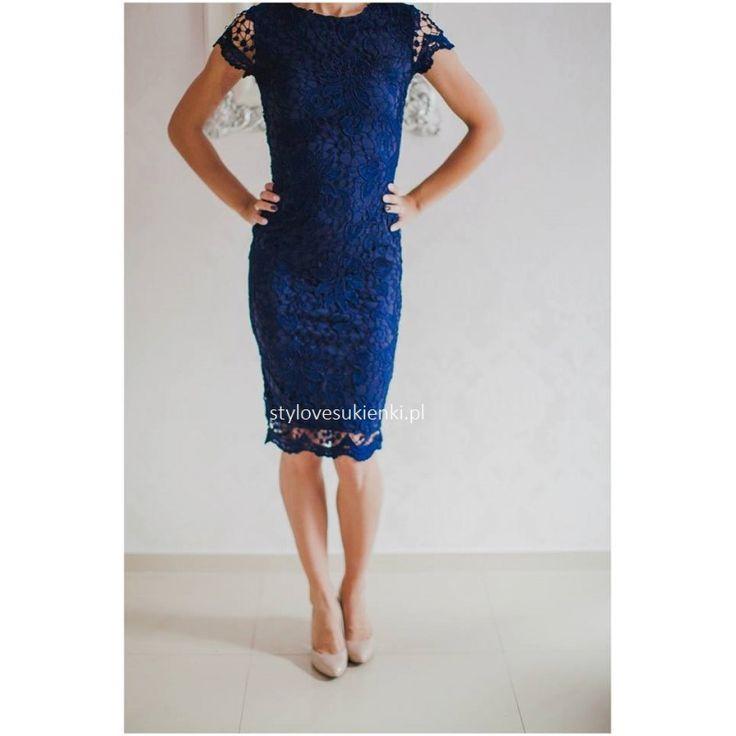 Elegancka, koronkowa sukienka na wesele. Ołówkowy fason pięknie podkreśla sylwetkę. Sukienka na wesele i inne wyjątkowe okazje. Polecamy sklep z sukienkami.