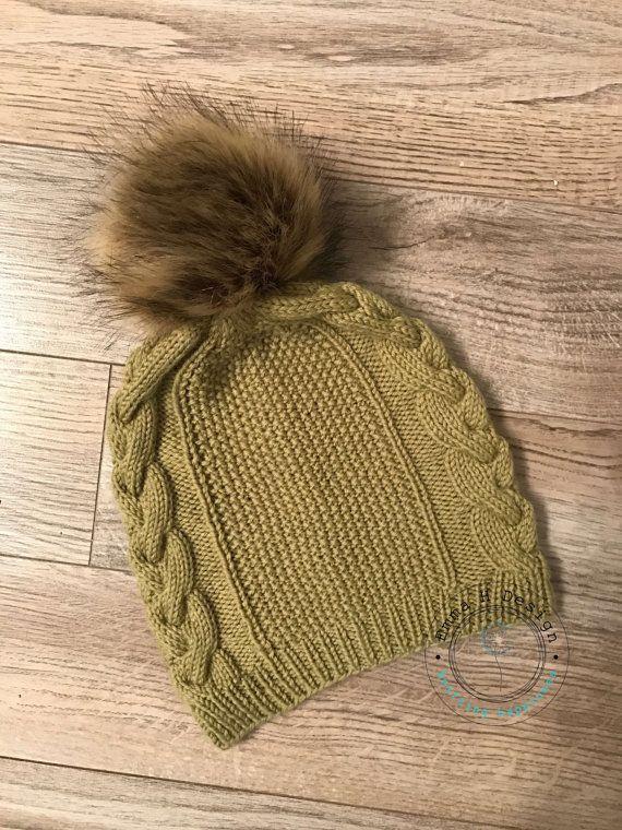 """Bonnet """"Once upon a hat ..."""", 100% mérinos, tricoté à la main, gros pompon et torsades, adultes unisexe...par EmmaHDesign"""