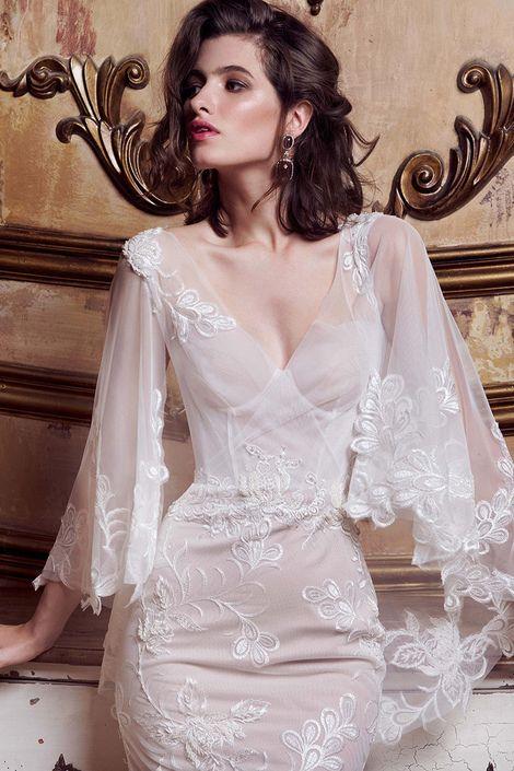 Воздушное свадебное платье Emmanuel с рукавами-крылышками | Свадебный салон ROMANCE