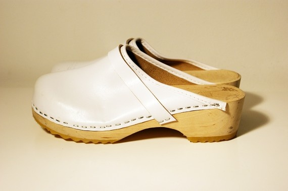 Awesome vintage clogs! I had a pair in brown when I was in Junior high!