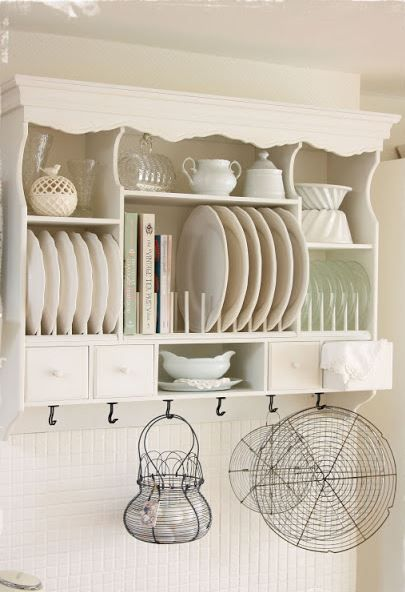 Adorable cottage plate rack.  Notice the dowels do not go all the way to the top.  Fairly easy looking build....hmmm....