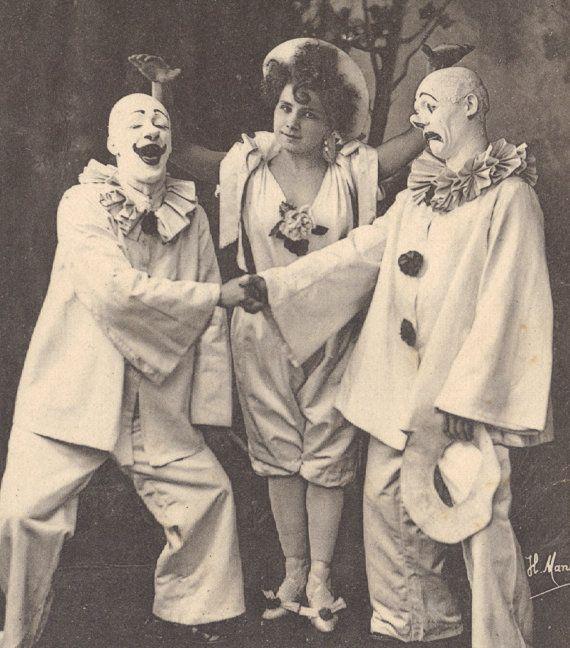 Classic Clowns, circa 1900 bu Henri Manuel. $24,00, via Etsy.