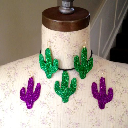 DIY glitter cactus earrings and choker  #diy #diycactus #diyblog #cactus #cactusearrings #cactusnecklace #cactuschoker handmade #handmade #choker #glitter #modpodge #handmadejewellery #hazeface #hazefaceland #statementearrings #earrings #choker #necklace