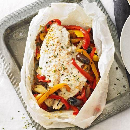 Doradenfilet mit Peperonata in Pergamentpapier gegart - dieses Rezept schmeckt fast jedem!