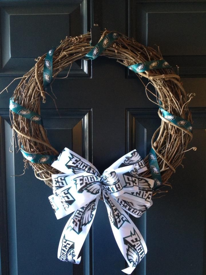 Philadelphia Eagles football wreath Facebook.com/wreathswithatwist