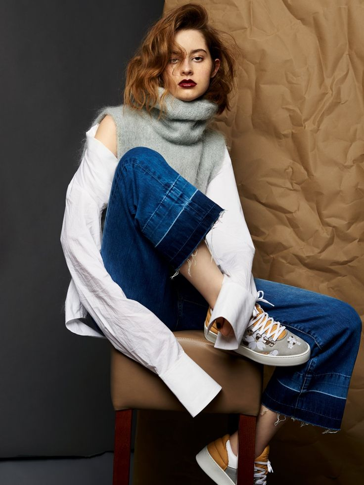 Überlänge!Die Ärmel gebenbei diesem Outfitden Ton an! Um denEffekt zu verstärken,das Hemd über dieSchulter rutschenlassen (gesehenbei N°21).Hemd (H&M Studio,um 50 €) unter RollkragenpullunderausMohair (MarinaHoermanseder, um270 Euro). Dazu Culotte(Pepe Jeans, überzalando.de, um85 Euro): Die Sneakers sind von Filling Pieces.window.vn && window.vn.onInit.app.push(function(){window.vn.plugins.loadTracdelight();});