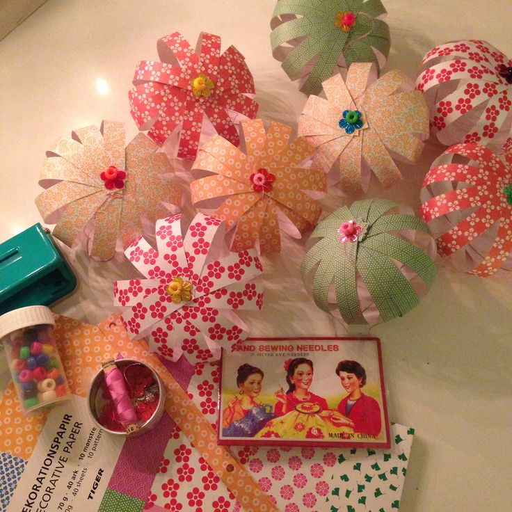 Christmas paper ornaments, DIY