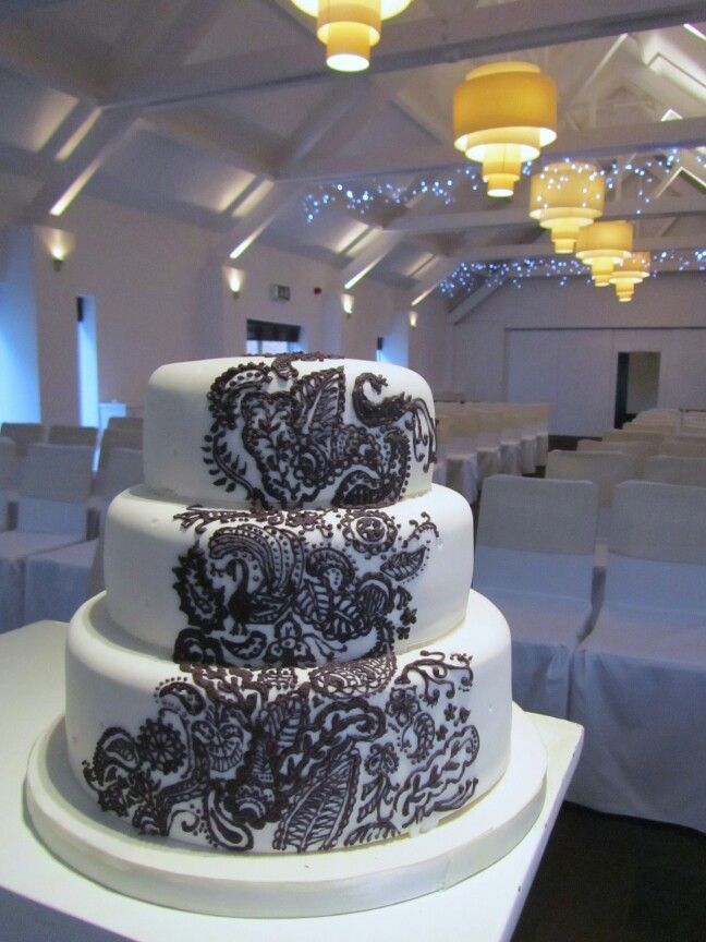 Henna tyyliin koristeltu kakku - wedding cake with henna design