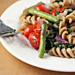 Roasted asparagus and tomato pasta salad with goat cheese.: Chee Foodopiatumblrcom, Cheese Eating Living B, Roasted Asparagus, Goats Chee Pasta Salad, Food Salad, Favorite Recipes, Goats Cheese, Tomatoes Pasta, Goat Cheese
