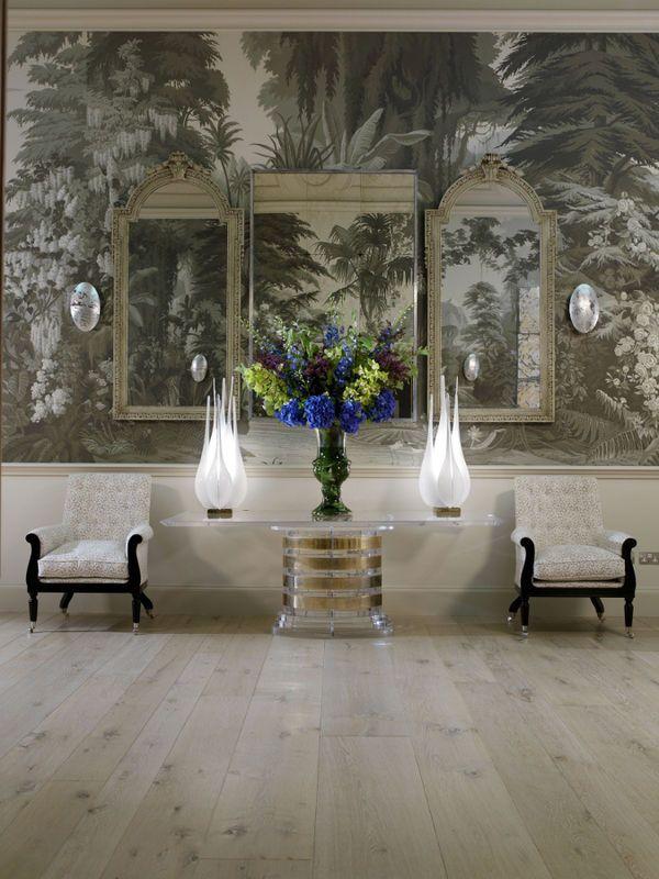 Ręcznie malowana tapeta firmy de Gournay, kolorystyka Crystal Grey, na papierze Scenic. Cena za panel (szer.915mm) od 1.712 Euro