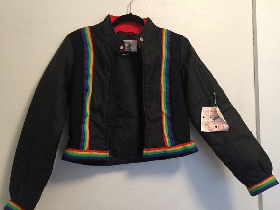 Vintage 1970s Profile Sports Corp kids winter jacket. In excellent condition! Free of rips, stains and tears. Talon zipper works perfect. Measurements are as follows: 20 Collar to Hem 18 Armpit to Armpit 23 Shoulder to Cuff 10 Cuff 17 Across bottom hem