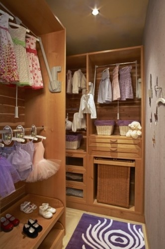 Pull Down Closet Rod For Kids. Clever!