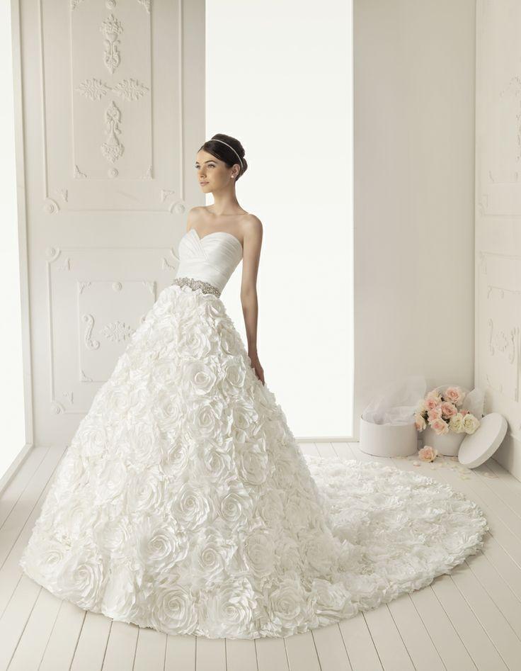 2013 Aire Barcelona - Roman esküvői ruha - Rosa Clará http://lamariee.hu/eskuvoi-ruha/aire-2013/roman