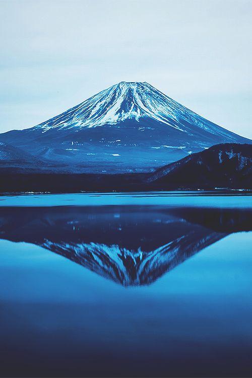 Mt. Fuji with lake Motosu ©