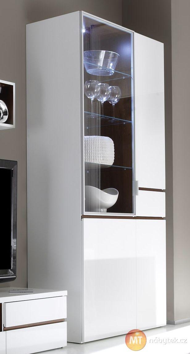 Prosklená široká vitrína Cordelia s LED osvětlením Cordelia furniture - showcase with LED lights