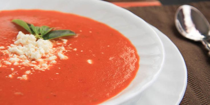 Svieža talianska paradajková polievka