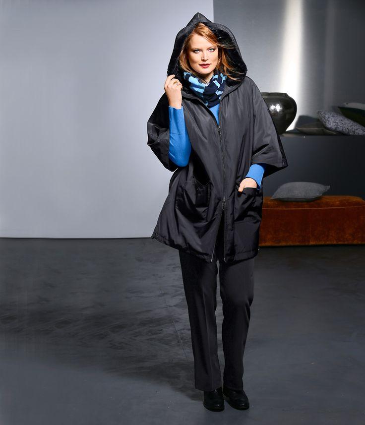 Exklusive Mode in Größen 42bis 64 von selection by Ulla Popken #exklusiv #damenmode #businessmode #plussize #elegant #style #fashion #cape #black #plussizestyle #schwarz